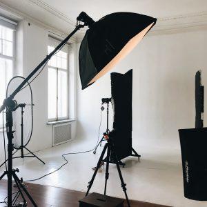 фотостудия, как снимать в фотостудии, как работать с импульсным светом, что такое импульсный свет, фотошкола